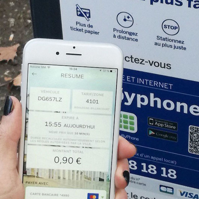 Payer votre place de parking via l'application PayByPhone.