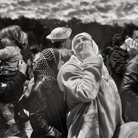 Photographie de Marie Dorigny : Hotspot de Moria, Lesbos, Grèce. L'attente pour les formalités d'enregistrement au centre d'accueil dure de longues heures.