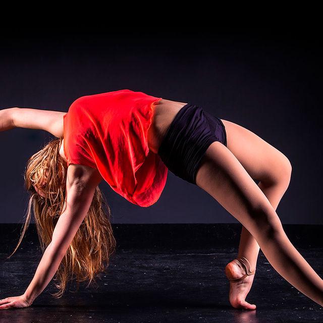 Jeune danseuse de modern jazz.